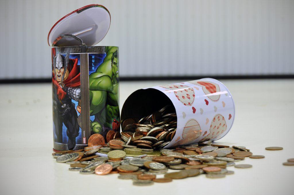 dylan-and-kyrie-kneebones-pocket-money-tins